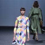 Vestido estampado de rombos de María Escoté primavera/verano 2018 para Madrid Fashion Week