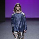 Chaqueta azul de Custo Barcelona primavera/verano 2018 en la Madrid Fashion Week
