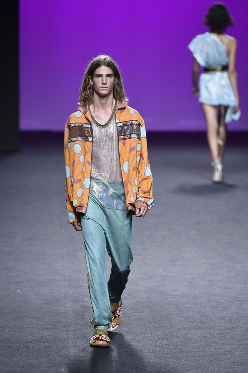 Bomber estampada de Custo Barcelona primavera/verano 2018 en la Madrid Fashion Week