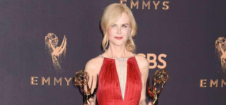 Nicole Kidman con un vestido rojo de Calvin Klein en los Premios Emmy 2017