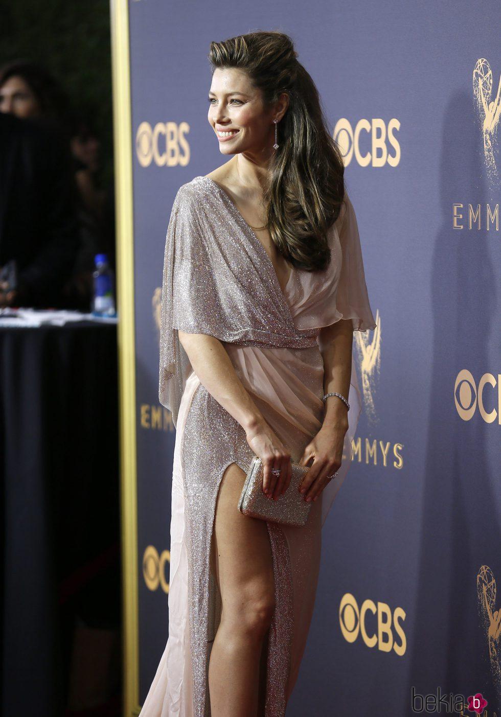 Jessica Biel con un vestido de Ralph & Russo en la alfombra roja de los Premios Emmy 2017