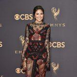 Trasparencias y pedrería de Erin Lim en los Emmy 2017