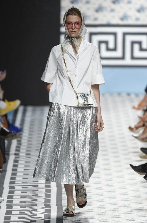 Falda metalizada de Jorge Vázquez primavera/verano 2018 en la Madrid Fashion Week