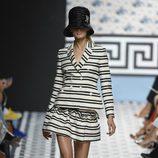 Total look de rayas de Jorge Vázquez primavera/verano 2018 en la Madrid Fashion Week