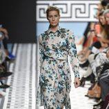 Vestido de flores azules de Jorge Vázquez primavera/verano 2018 en la Madrid Fashion Week