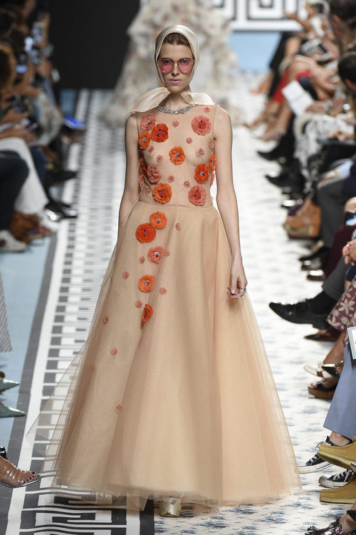 Vestido nude bordado de Jorge Vázquez primavera/verano 2018 en la Madrid Fashion Week