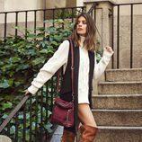Dulceida posa con botas marrones en la nueva campaña de Carmela otoño/invierno 2017/2018