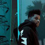 Sudadera negra con letras blancas de la colección de H&M con The Weeknd otoño/invierno 2017/2018