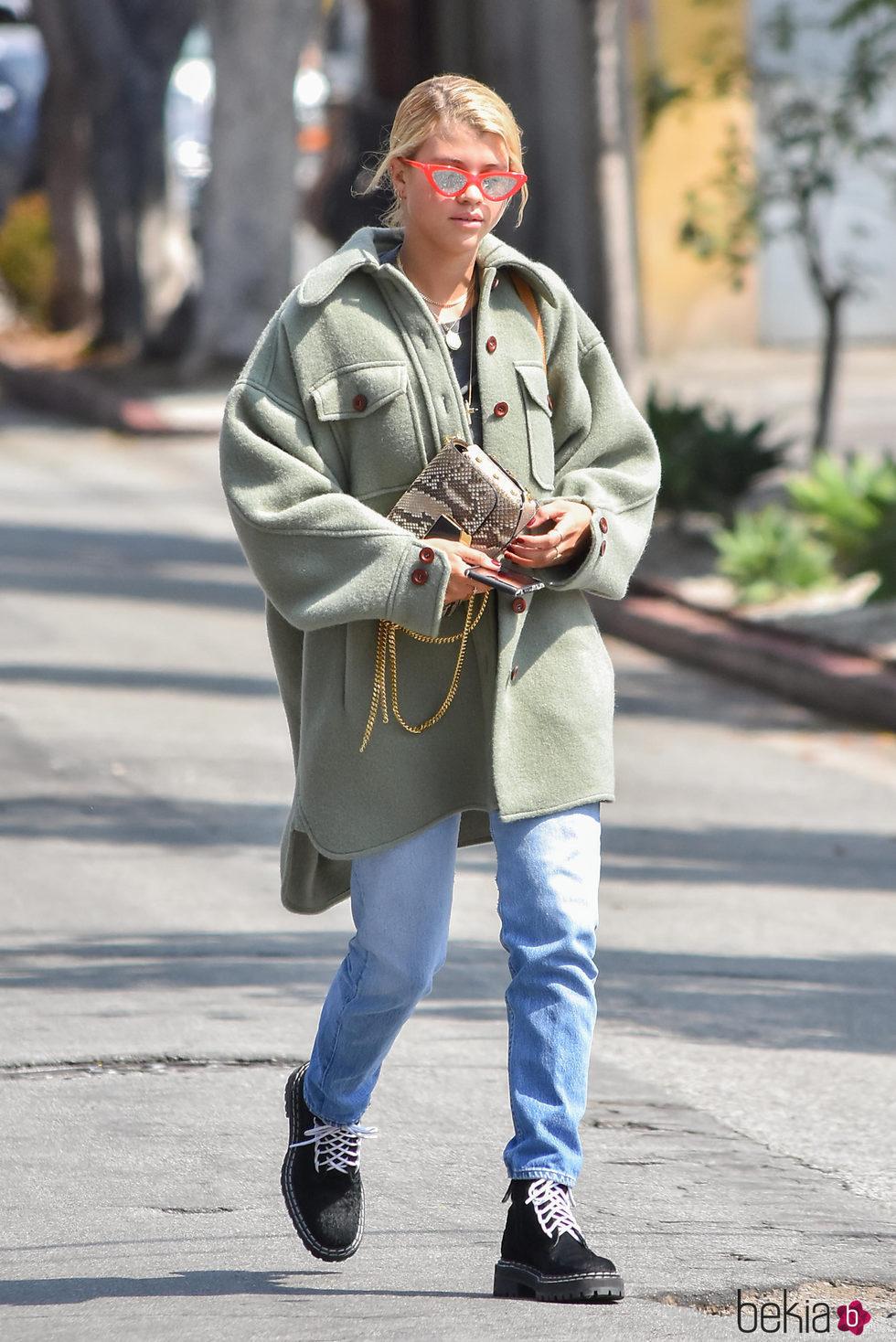 Sofia Richie con maxi vestido verde en California