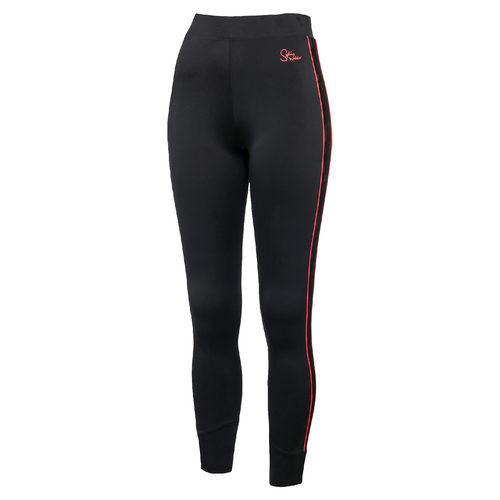 Pantalones negros con raya roja de la nueva colección de PUMA con Sophia Webster de otoño/invierno 2017/2018
