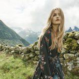 Camisa larga negra con flores de la nueva colección de Stradivarius otoño/invierno 2017/2018