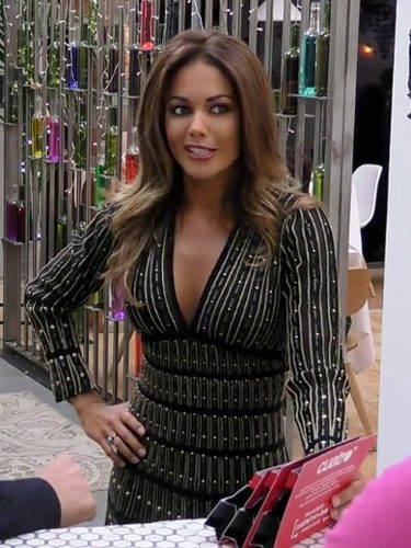 Lara Álvarez con un vestido de Roberto Cavalli en 'First Dates'