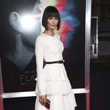 Nina Dobrev en el estreno de 'Flatliners' con un vestido blanco
