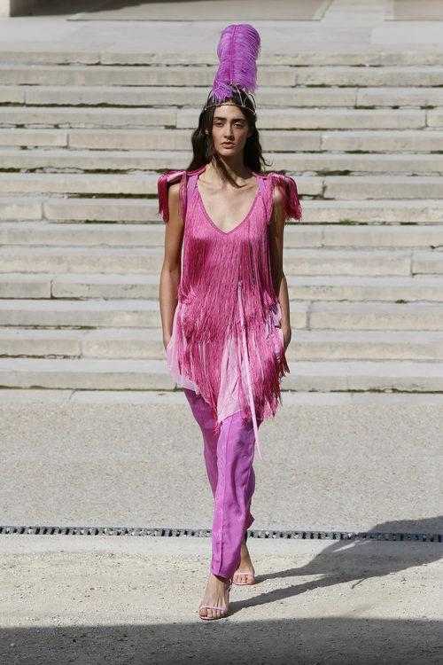 Total look rosa de Nina Ricci primavera/verano 2018 en la París Fashion Week