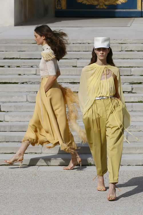 Total looks amarillos de Nina Ricci primavera/verano 2018 en la París Fashion Week