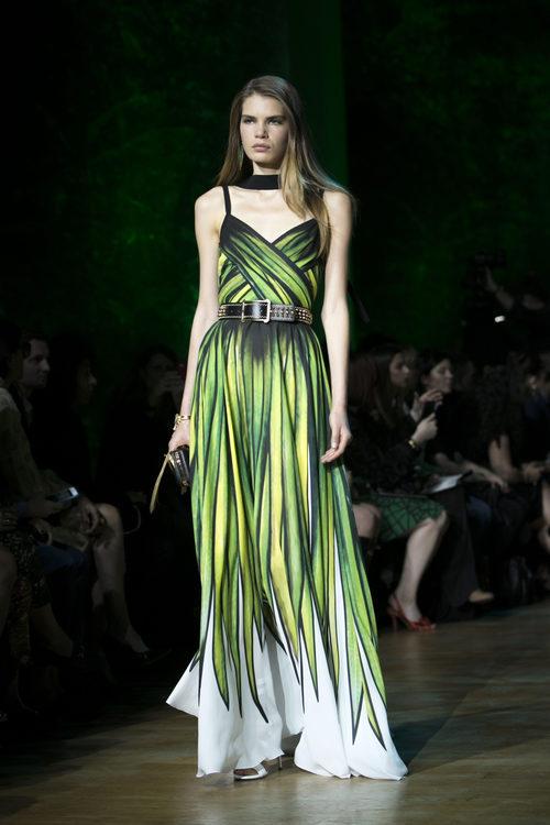 Vestido estampado verde de Elie Saab primavera/verano 2018 en la París Fashion Week