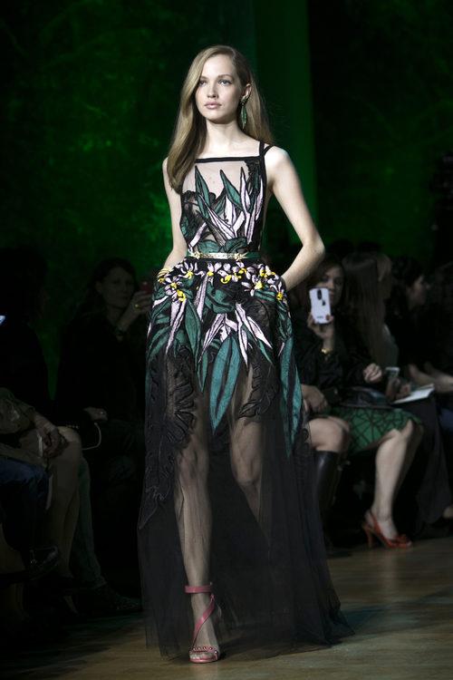 Vestido bordado de Elie Saab primavera/verano 2018 en la París Fashion Week