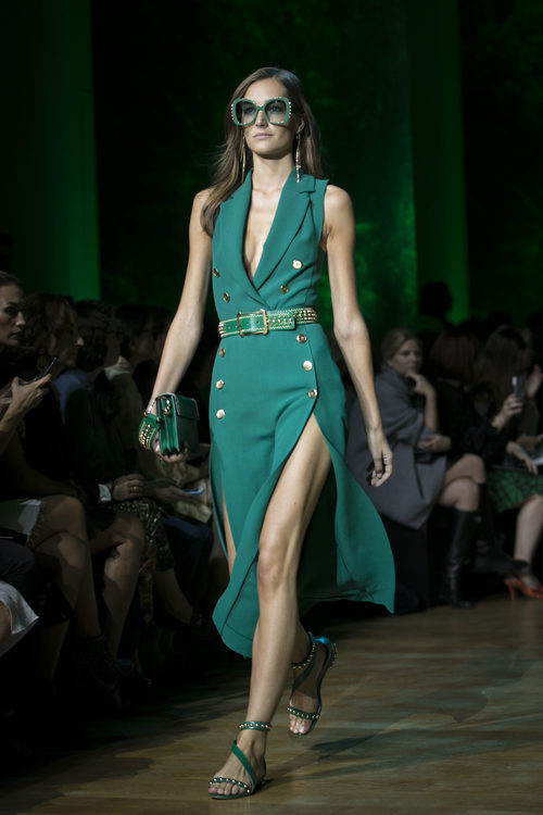 Vestido verde agua de Elie Saab primavera/verano 2018 en la París Fashion Week