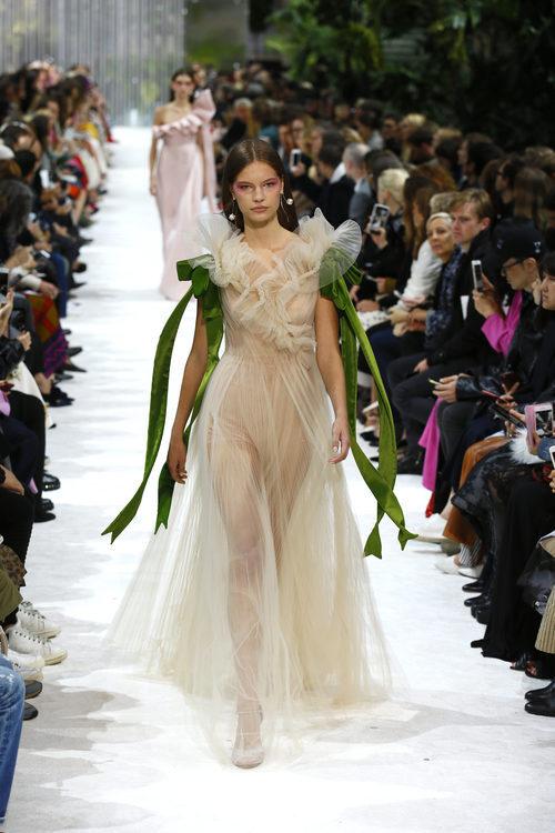 Vestido de tul de la colección primavera/verano 2018 de Valentino en Paris Fashion Week
