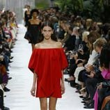 Vestido rojo de la colección primavera/verano 2018 de Valentino en Paris Fashion Week