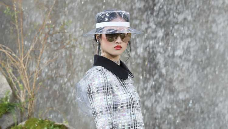 Chaqueta tweed de la colección primavera/verano 2018 de Chanel en Paris Fashion Week
