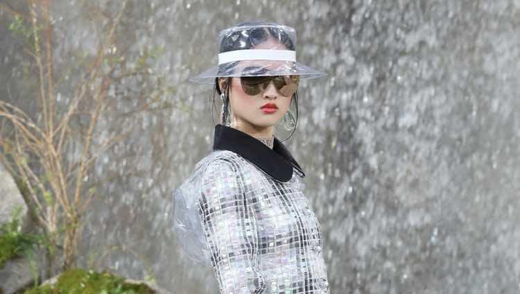 Chaqueta tweed de la colección primavera/verano 2018 de Chanel en Paris Fashion Week