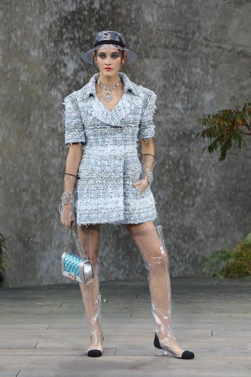 Gabardina tweed de la colección primavera/verano 2018 de Chanel en Paris Fashion Week