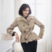 Ines de la Fressange posando para la nueva colección temporada otoño/invierno 2017 de Uniqlo