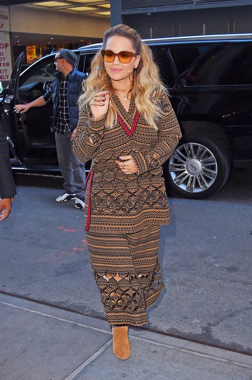 La cantante Rita Ora paseando por las calles de Nueva York en octubre 2017