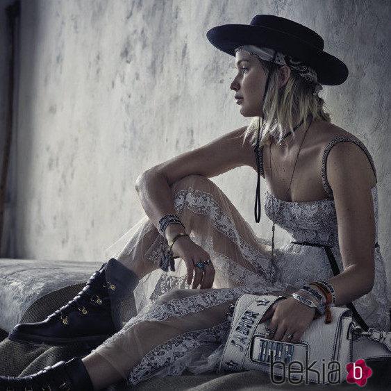 Jennifer Lawrence con un vestido transparente de la colección Crucero 2018 de Dior