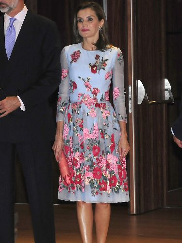 La Reina Letizia con un vestido de flores en la inauguración del Palacio de Congresos de Palma