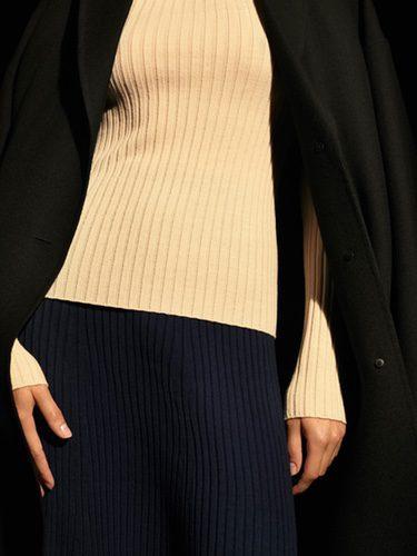 Tonos navy y camel de punto en la colección Uniqlo de la temporada otoño/invierno 2017/2018