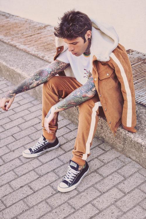 Pantalón y cazadora de pana de la colección 'Misunderstood' del rapero Fedez para Bershka para la colección otoño/invierno 2017/2018