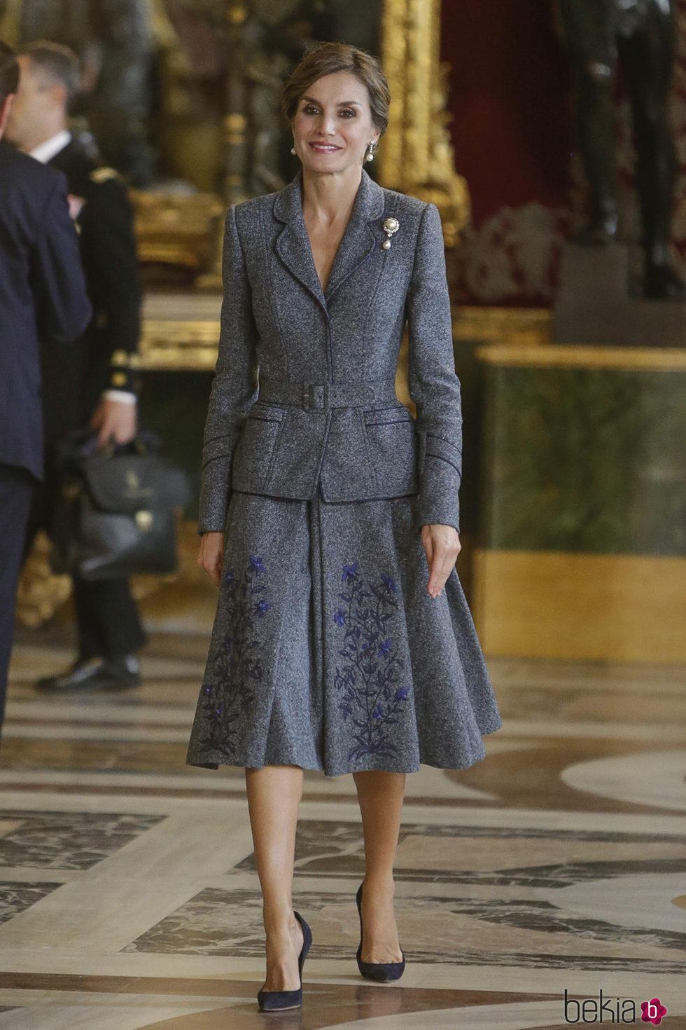 La Reina Letizia con un vestido con chaqueta y falda en el Día de la Hispanidad 2017
