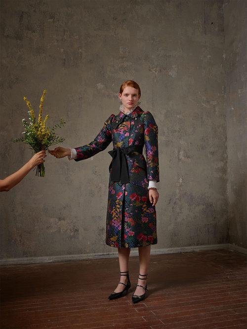 Abrigo con flores de la colección Erdem x H&M