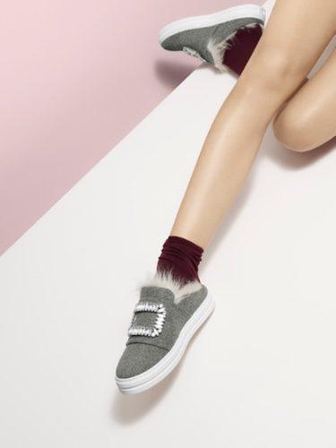 Zapatillas grises cerradas de la colección 'Sneaky Viv' de Roger Vivier otoño/invierno 2017