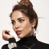 Rosanna Zanetti luciendo un brazalete como embajadora de Vidal & Vidal una pulsera y un collar