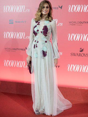 Norma Ruiz con un vestido vaporoso con topitos en 25 edición de la revista Woman en Madrid