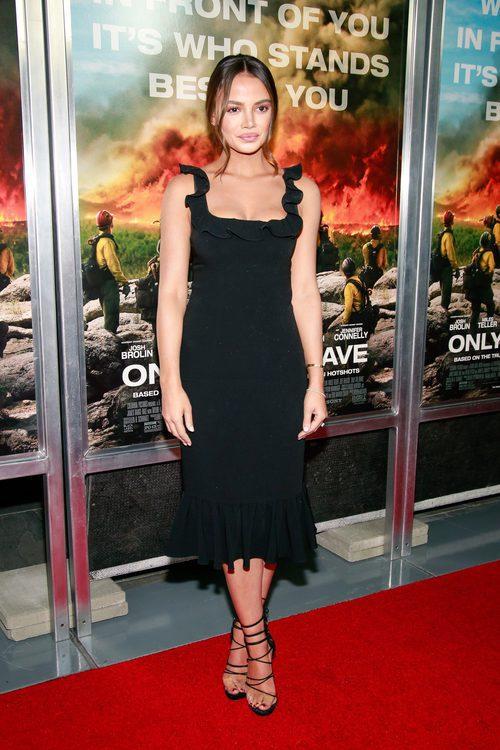Keleigh Sperry con un total look en la premier de 'Only the brave' en Nueva York