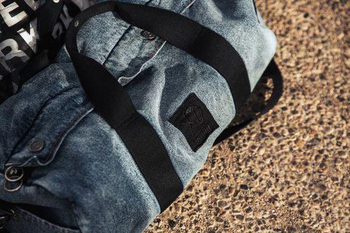 Bolsa de deporte con tejido denim de la colección 'Puma x Xo' por The Weeknd