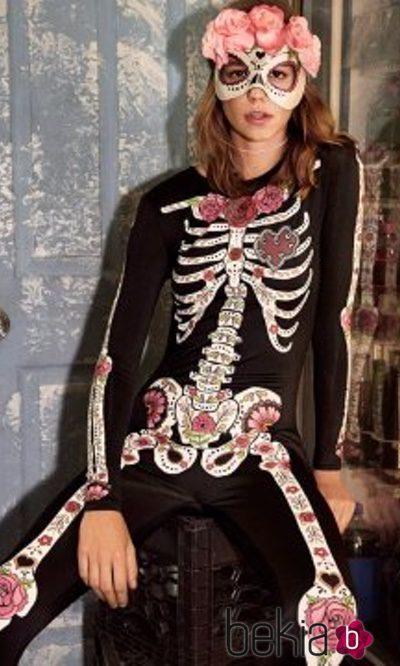 Disfraz y antifaz de esqueleto de mujer de la colección especial Halloween de H&M
