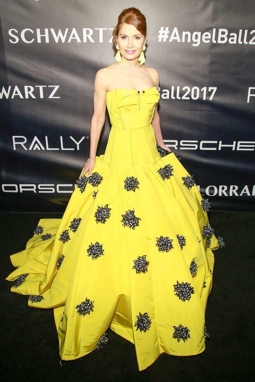 Jean Shafiroff con vestido amarillo en la gala contra el cáncer Gabrielle Angel en Nueva York