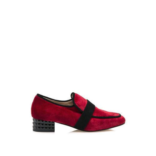 Zapato de ante rojo de la colección cápsula especial noche de HANNIBAL LAGUNA SHOES