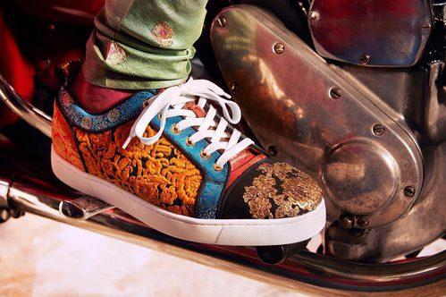 Sneakers de estampado oriental de la colección cápsula de Christian Louboutin