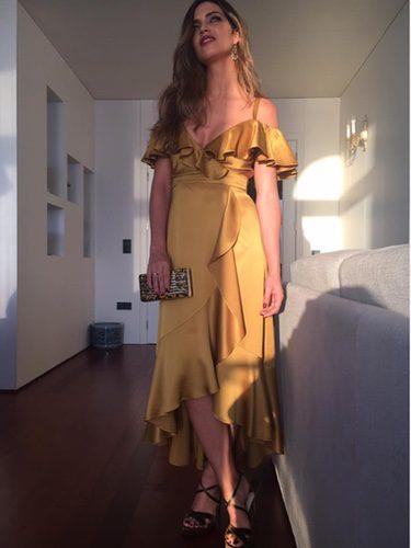 Sara Carbonero con un deslumbrante vestido en color oro en la gala de los Dragones de Oro en Oporto