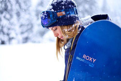 Gafas, gorro y chaqueta de la colección Roxy para este invierno