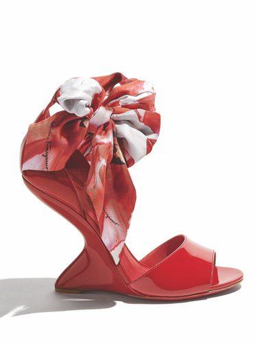 Sandalias rojas de tacón de la nueva colección pre-spring 2018 de Salvatore Ferragamo