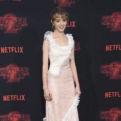 Natalia Dyer posando en la presentación de la segunda temporada de 'Stranger Things'