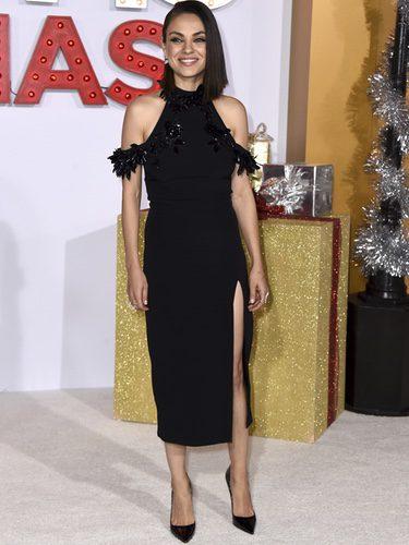 Mila Kunis en la premier 'A Bad Mom's Christmas' en la ciudad de Los Ángeles