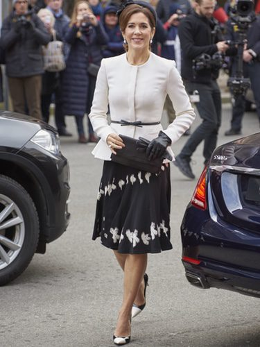La Princesa Mary de Dinamarca con un traje dos piezas en el aniversario de la Reforma en el Parlamento danés 'Folketing'